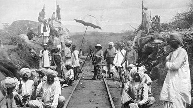 Nel 1898 la Imperial British East Africa Company intraprese la costruzione di un ponte sul fiume Tsavo per la Uganda Railway, la ferrovia che avrebbe unito il porto di Mombasa all'entroterra ugandese.