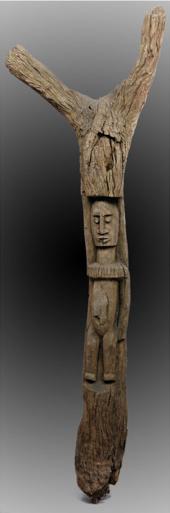 pilastro per Togunà con scultura di una figura maschile. Il Togunà è il luogo decisionale di governo del villaggio Dogon.