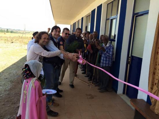 """""""Progetto Etiopia Onlus – Lanciano"""" in Etiopia per inaugurare una scuola nel villaggio di Agamsa e monitorare lo stato di avanzamento della costruzione di un pozzo per l'acqua potabile. (nella foto Angelo Rosato, presidente onlus)"""